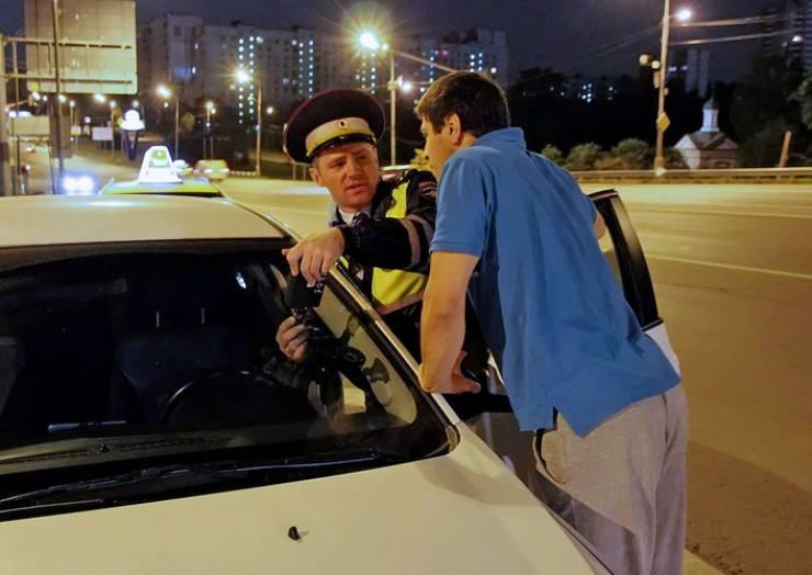 Какие основания для остановки автомобиля сотрудниками ДПС и ГАИ являются законными?